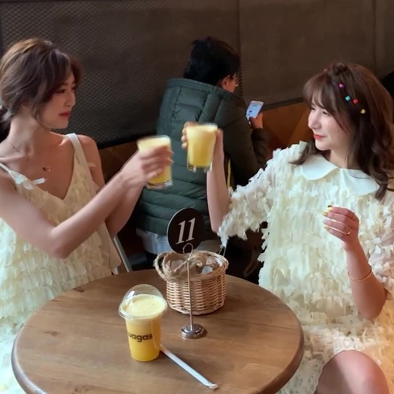 不一样的闺蜜装新款短袖宽松翻领流苏连衣裙+中长款吊带裙套装女