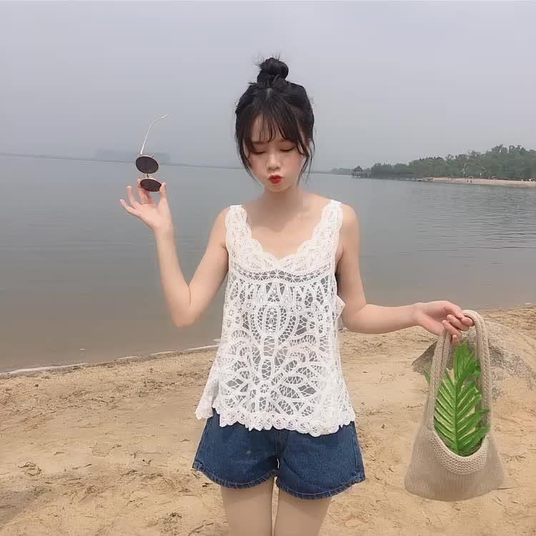 实拍仙气镂空沙滩钩花吊带蕾丝背心防晒衫2019夏季度假风披肩上衣